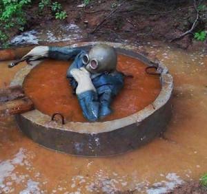 затопленная выграбная яма